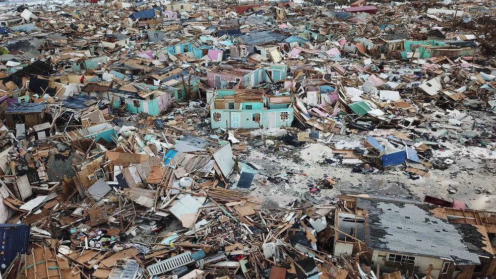 Casas foram completamente destruídas pela passagem do furacão Dorian em área de Abaco, nas Bahamas — Foto: Gonzalo Gaudenzi/AP
