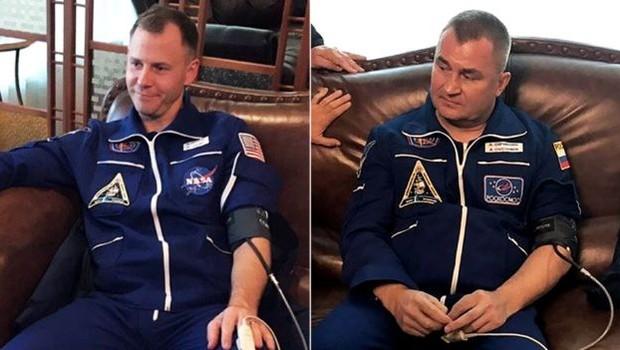 Nick Hague e Alexey Ovchinin sobreviveram ao incidente sem nenhum problema médico aparente (Foto: AFP por BBC)