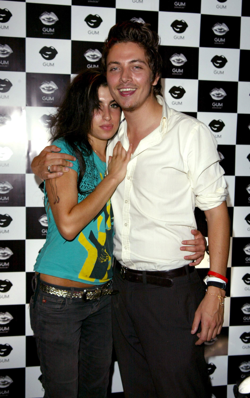 Amy Winehouse (1983-2011) e Tyler James em foto de 2005 (Foto: Getty Images)