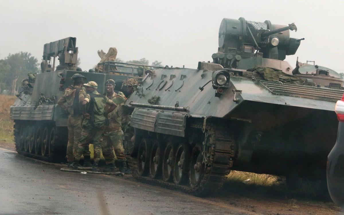 Soldados tomam controle de TV estatal do Zimbábue, diz agência