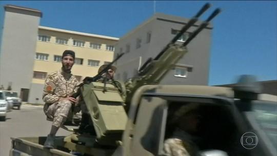 Conflito na Líbia deixa dezenas de mortos e feridos; aeroporto da capital é fechado