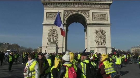 Coletes amarelos protestam em Paris pela 14ª semana seguida