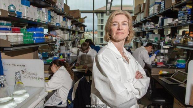 Jennifer Doudna inventou o CRISPR-Cas9, ferramenta que revolucionou a velocidade e o custo da edição genética (Foto: THE WASHINGTON POST via BBC News Brasil)