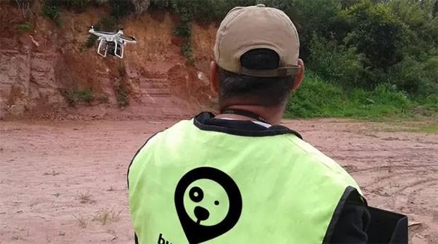 BuscaPet: Empresa faz busca de animais desaparecidos com drones e câmeras noturnas, mas grande parte da população ainda se limita a distribuir panfletos e cartazes por falta de recursos financeiros (Foto: Divulgação / BuscaPet)