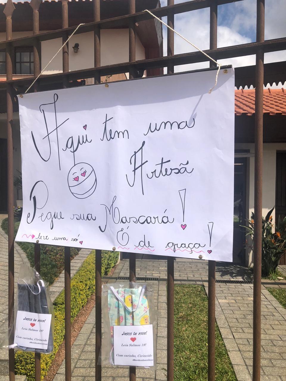 Artesã deixa de colocar máscaras para doação no portão de casa após descobrir que produtos estavam sendo vendidos
