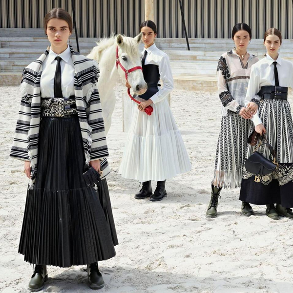 As modelos da marca Dior com os cavalos que geraram incômodo em Paris Jackson (Foto: Instagram)