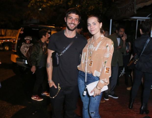Chay Suede e Letícia Colin (Foto: Daniel Pinheiro/AgNews)