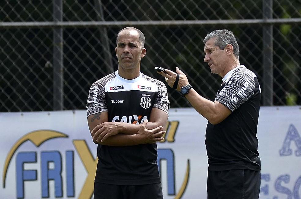 Ex-lateral trabalha em conjunto com o gerente e ex-meia Felipe — Foto: Marcos Ribolli