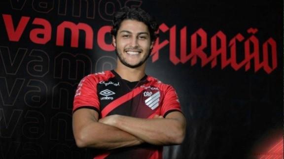 Marcinho é jogador do Athletico-PR