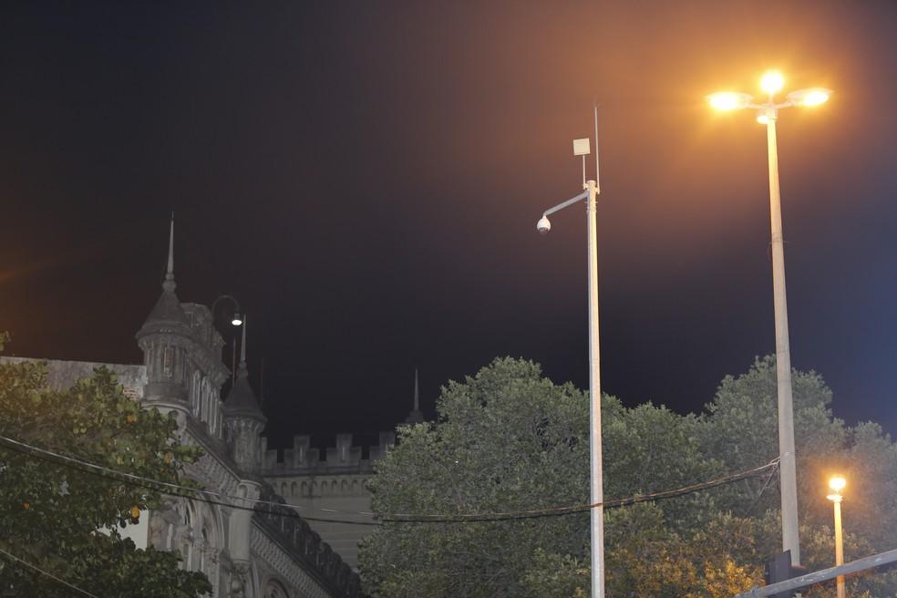 Quase do lado do Batalhão de Choque da Polícia Militar, câmera da Prefeitura também está inoperante (Foto: Marcos Serra Lima/G1)