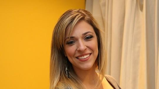 Júlia Rabello revela título de 'Dercy Gonçalves da Nova Geração': 'Foi o Veras que inventou'