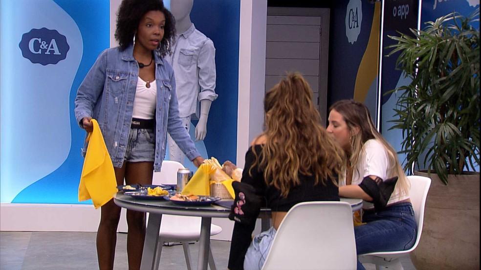 Thelma com look C&A no Almoço do Anjo — Foto: Globo