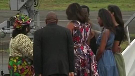 Na Libéria, Michelle Obama convida jovens a brigarem para estudar