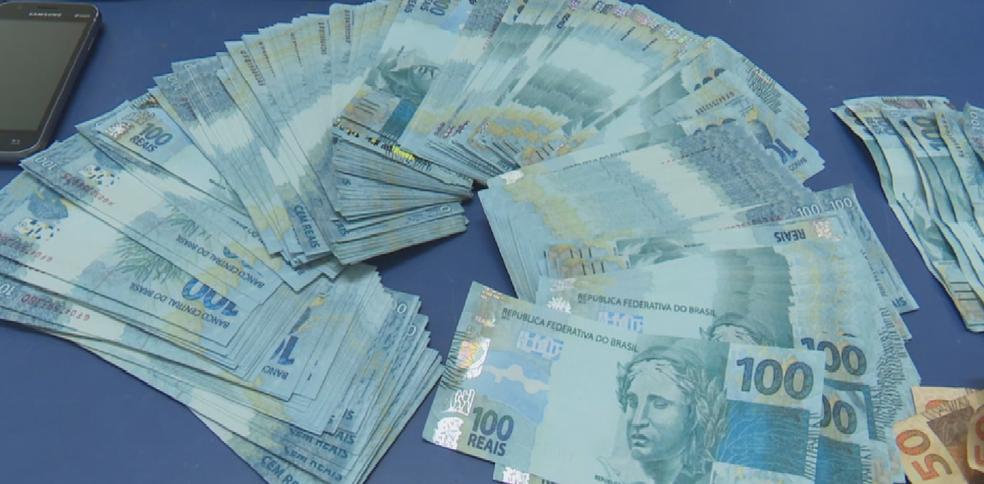 Dinheiro falso apreendido foi levado à Unisp de Vilhena (Foto: Rede Amazônica/Reprodução)