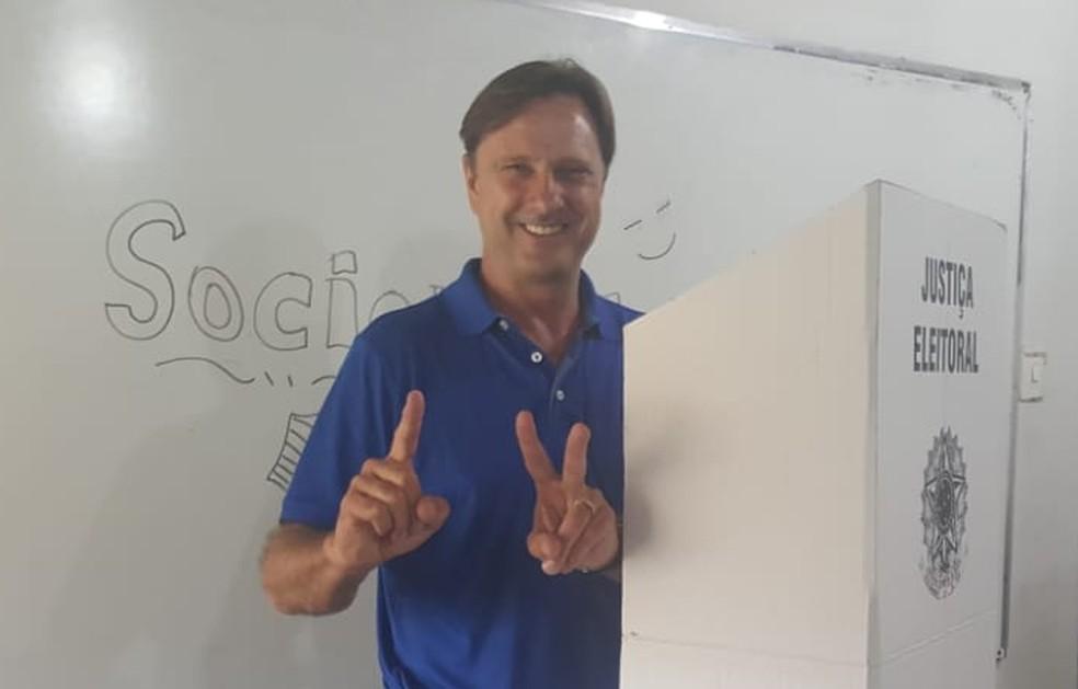 Acir Gurgacz (PDT) ao votar no último domingo em Ji-Paraná (RO) — Foto: Gedeon Miranda/G1