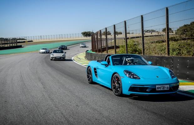 Um dia na pista com vários carros da Porsche (Foto: Divulgação)