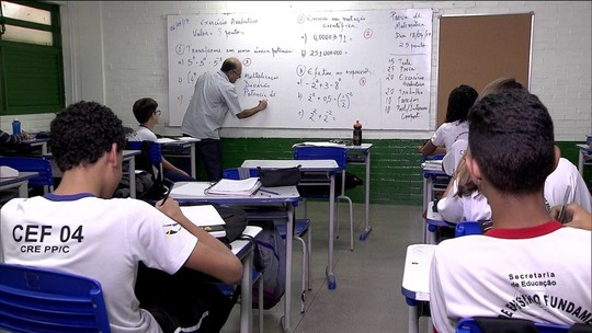 Base curricular é aprovada e muda prazo para alfabetização de alunos