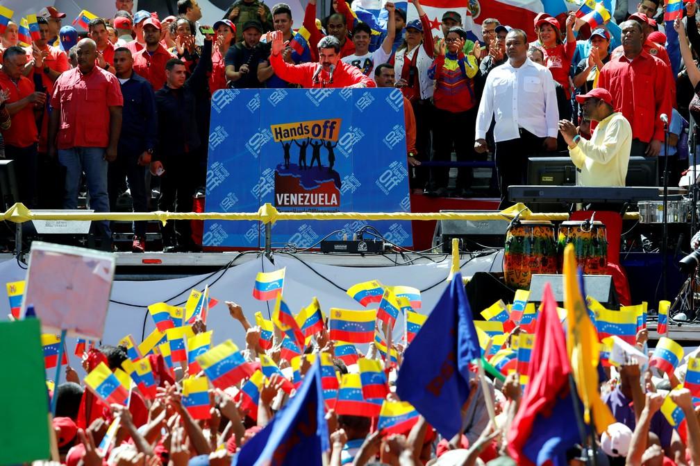 O presidente da Venezuela, Nicolás Maduro, faz pronunciamento após fechar fronteira para evitar ajuda humanitária — Foto: Manaure Quintero/Reuters