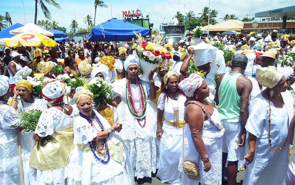 Baianas fazem tradicional desfile na Lavagem de Itapuã (Foto: Enaldo Pinto/Ag Haack)