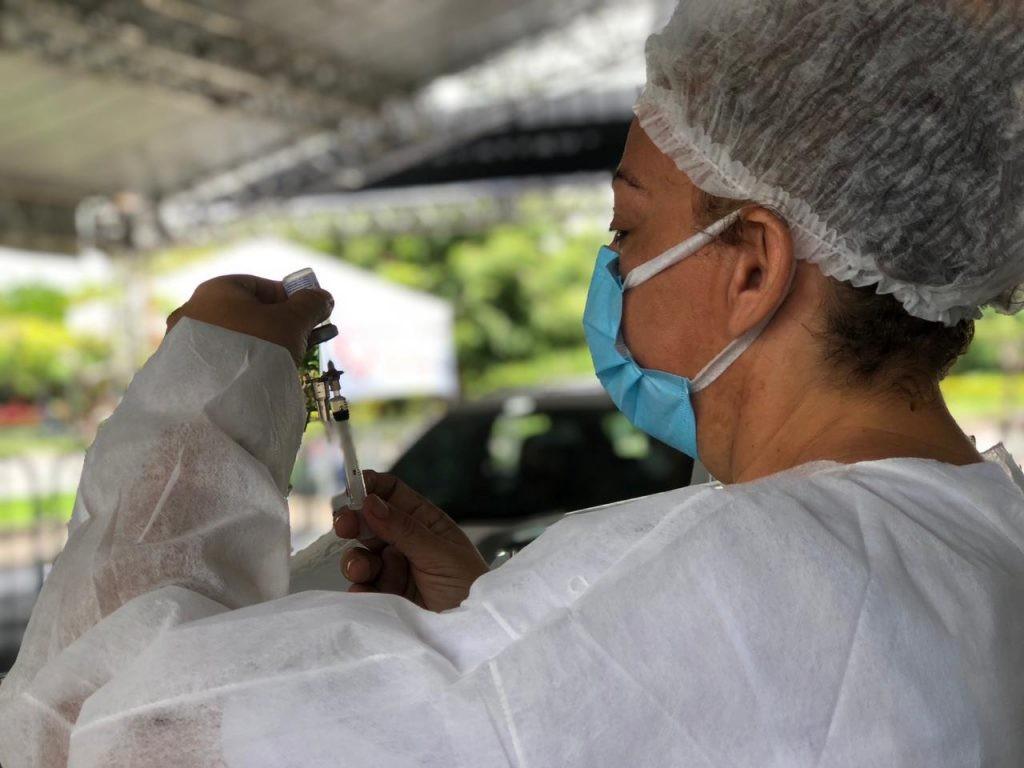 Novas doses de CoronaVac serão distribuídas a cidades do Ceará que aplicam 2ª dose no público-alvo