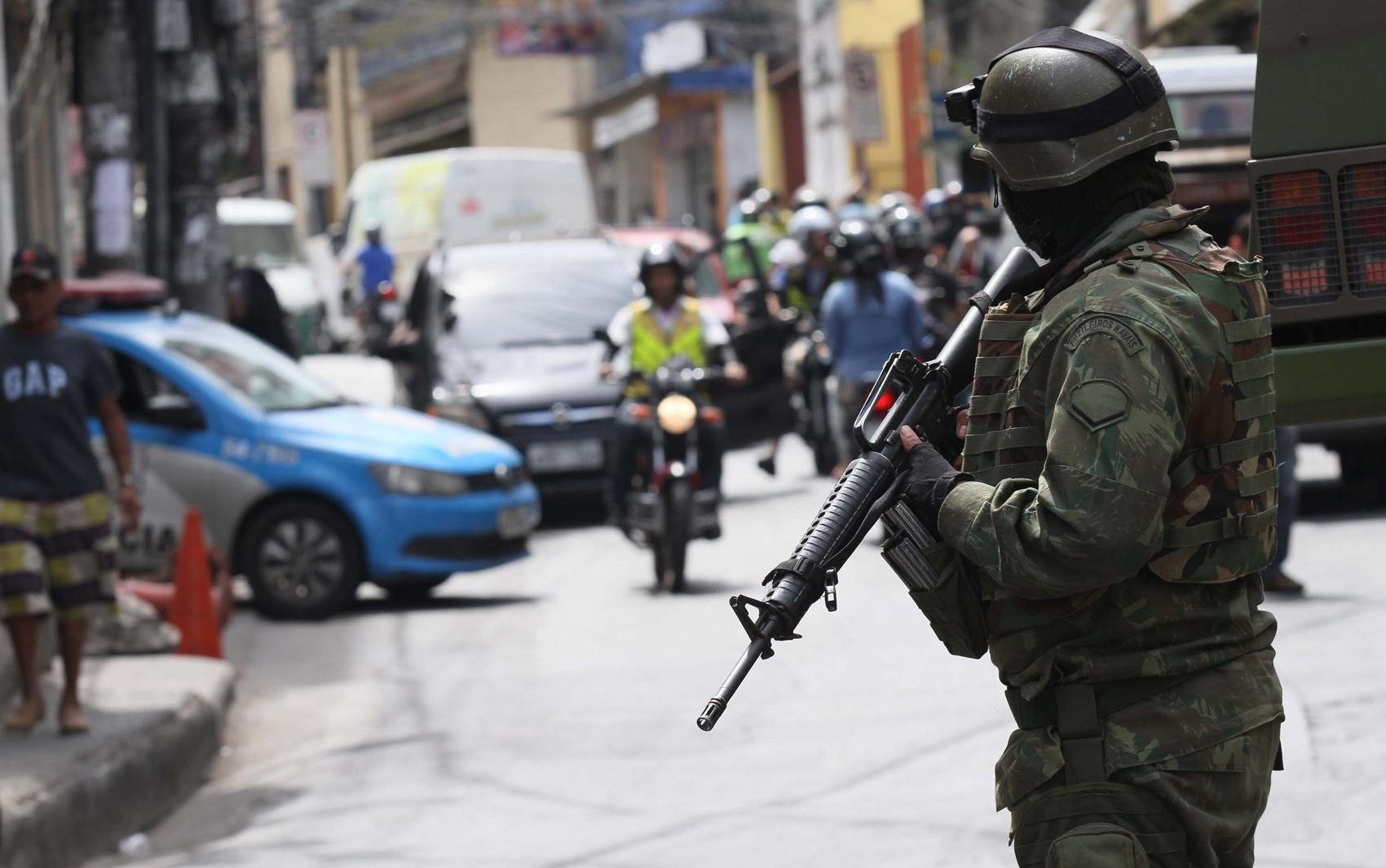 Ministro da Defesa vê estabilização na Rocinha desde domingo