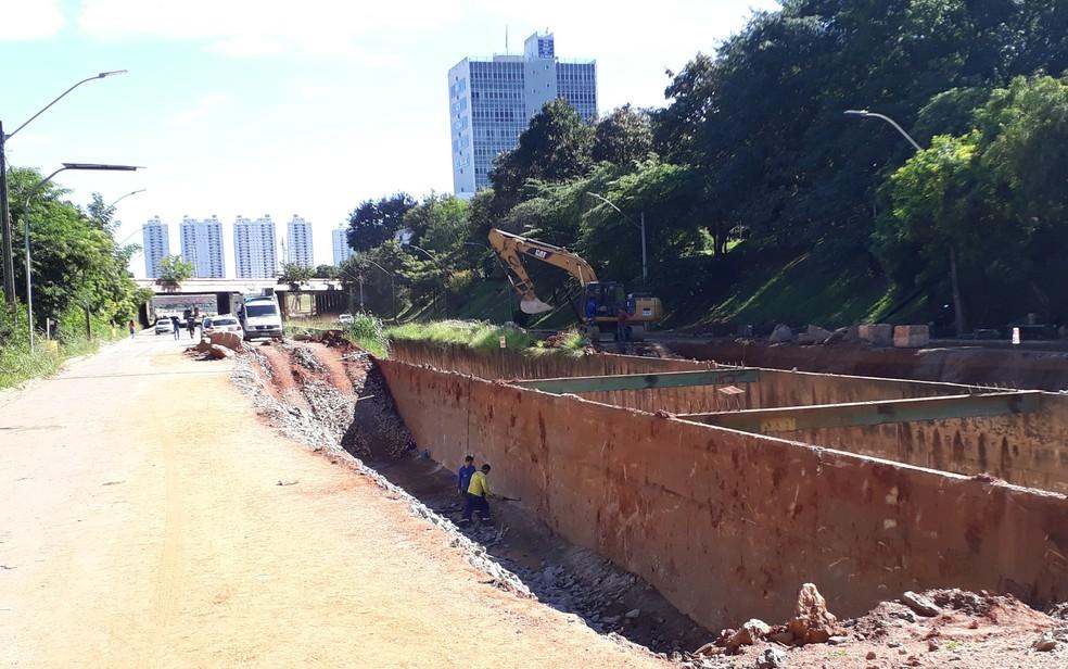 Marginal Botafogo tem trechos em obras: prefeito decretou situação de emergência (Foto: Sílvio Túlio)