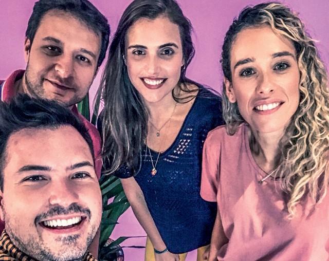 Como funcionários da Klabin, Jonas Dornelas, Luiz Felipe Bellatocriaram, Aniara Sani e Luana Fleury, criaram um e-commerce para a empresa (Foto: Anna Carolina Negri)