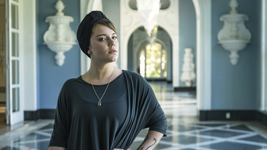 Alice Wegmann vive vilã 'determinada, seca e fria' em 'Órfãos da Terra'