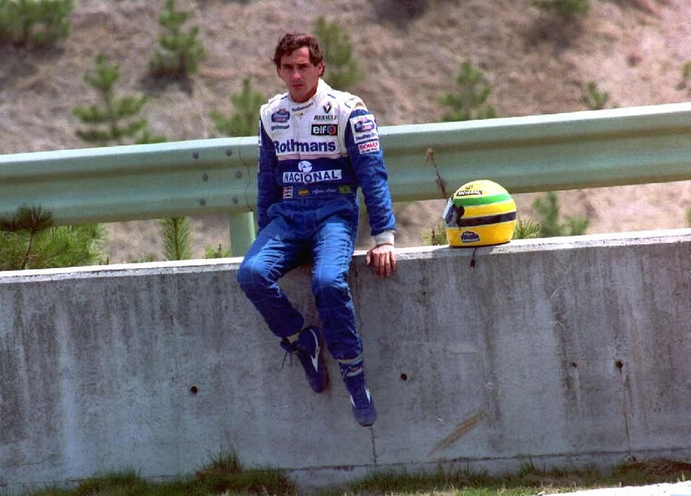 Ayrton Senna após o abandono na primeira volta do GP do Pacífico de 1994 — Foto: Getty Images