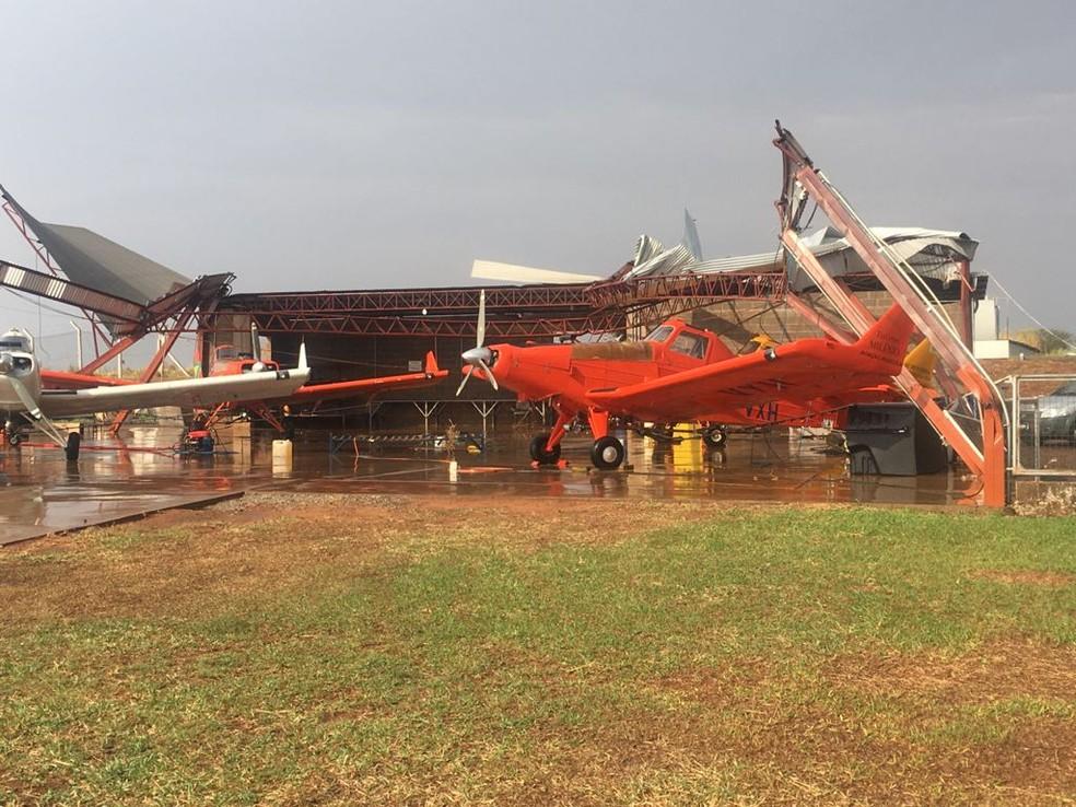 Forte vento provocou danos no Aeroporto Estadual Moliterno de Dracena — Foto: Leonildo Mazini