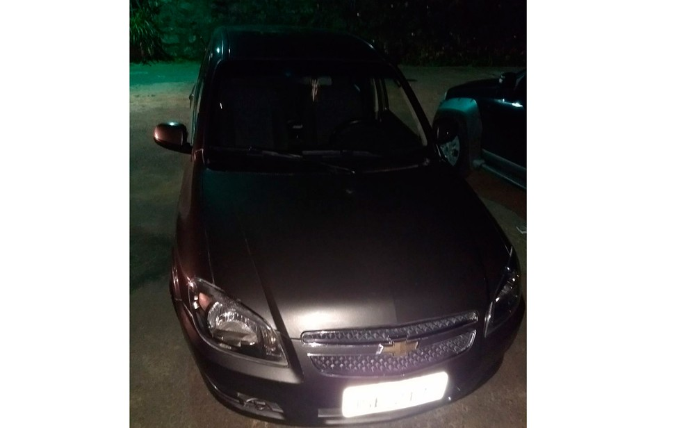 Carro roubado foi recuperado (Foto: Divulgação/Polícia Civil)