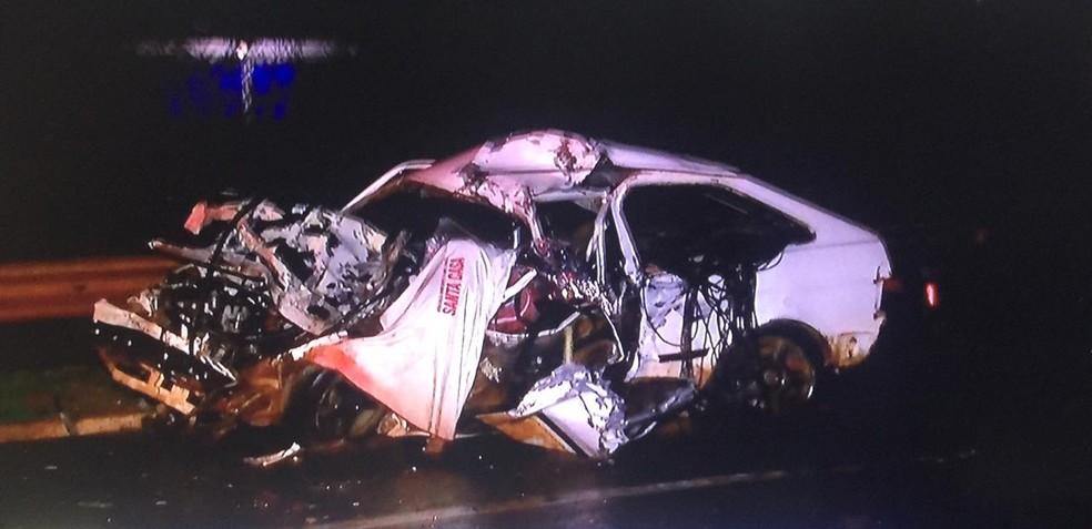 Motorista morra após bate de frente com caminhão, na BR-163, em Campo Grande (MS). — Foto: Reprodução/TV Morena