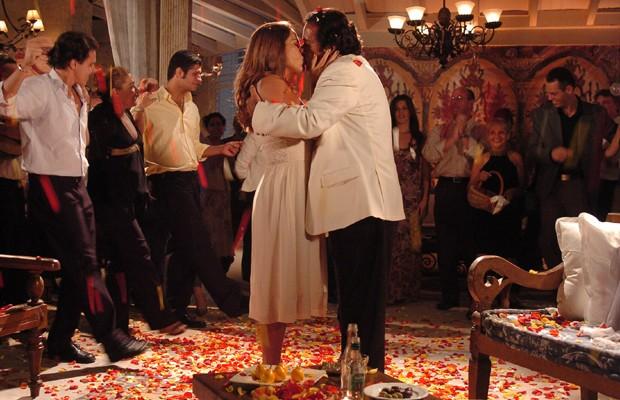 Gloria Pires e Tony Ramos formaram par romântico em Belíssima (Foto: Divulgação/TV Globo)