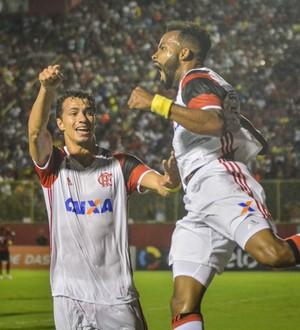 """Roger Flores vê arma do Fla contra o Palmeiras: Joga com naturalidade"""""""