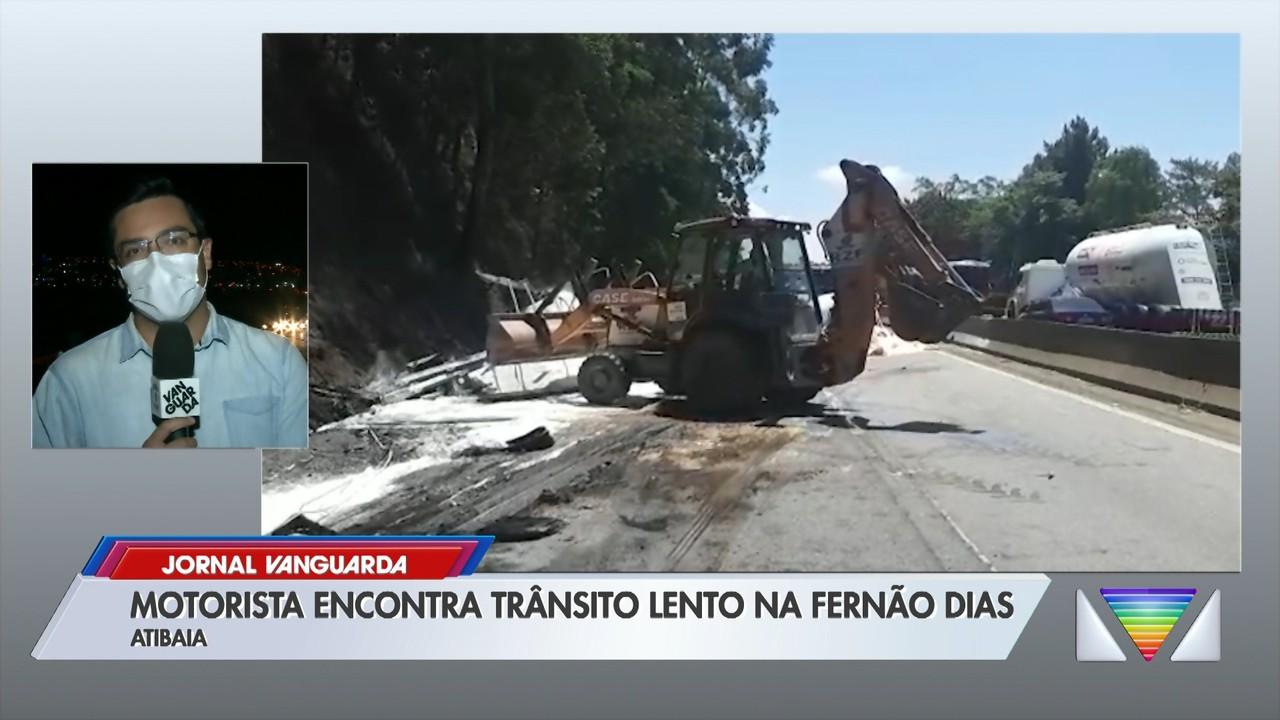 Fernão Dias tem trânsito lento em Atibaia
