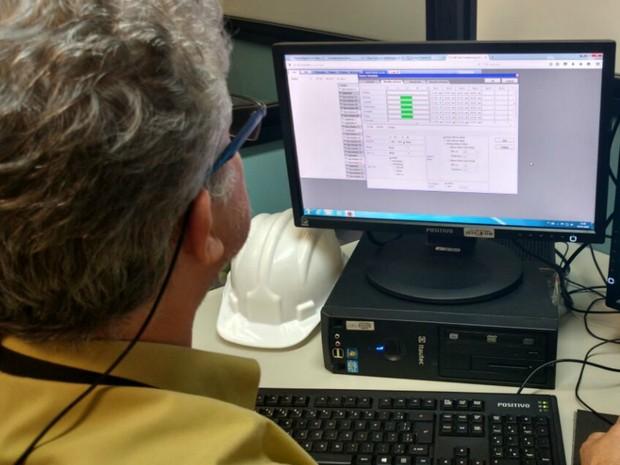 Sistema implantado no TRT-MT desliga automaticamente os aparelhos de ar-condicionado às 14h30 (Foto: Lislaine dos Anjos/G1)