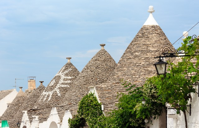 Trulli houses roofs in main touristic district of Alberobello beautiful old historic town, Apulia region, Southern Italy (Foto: divulgação)