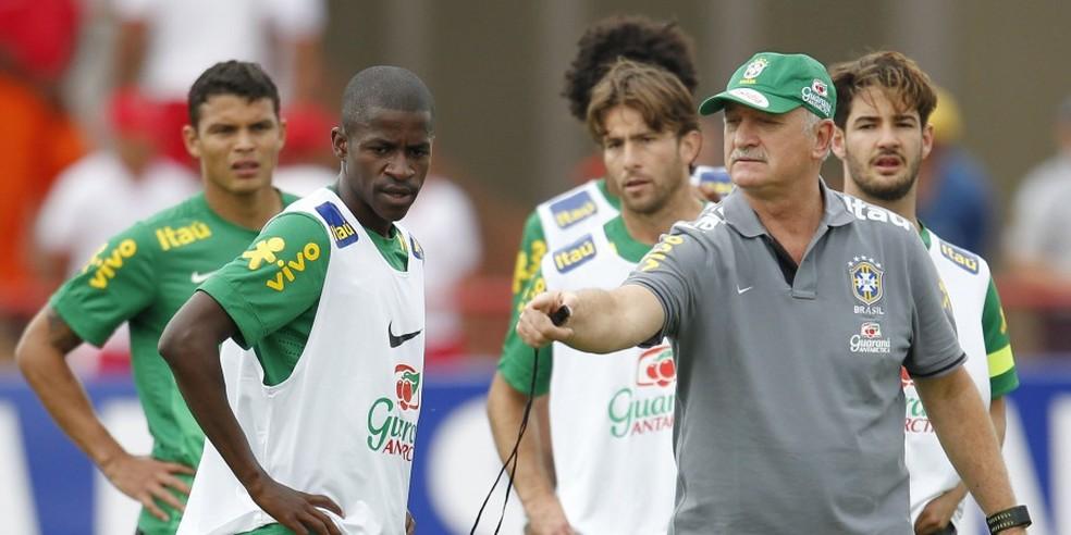 Ramires trabalhou com Felipão no ciclo da Copa do Mundo de 2014 — Foto: Rafael Ribeiro/CBF