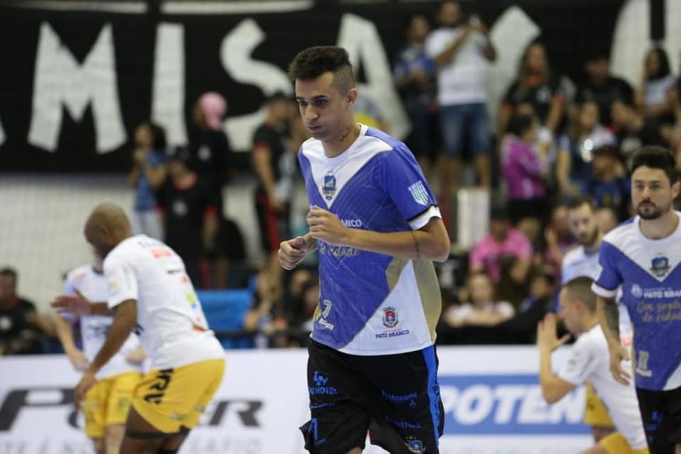 Jogador de 27 anos está de malas prontas para atuar no futsal chinês — Foto: Maurício Moreira/Pato Futsal