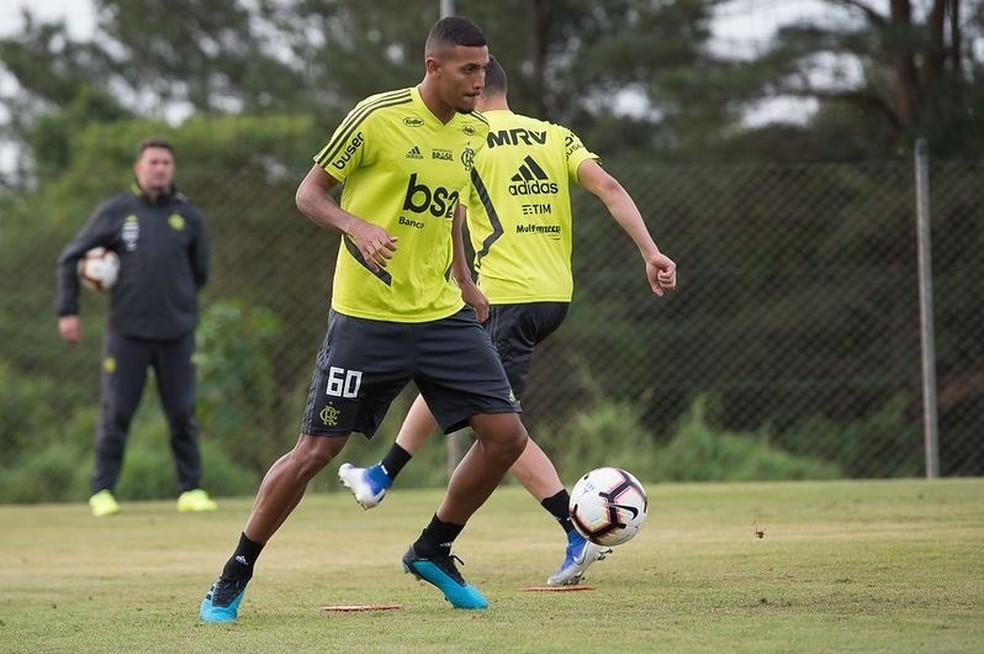 Vinícius Souza recebeu elogios de Jorge Jesus durante o ano — Foto: Alexandre Vidal / Flamengo