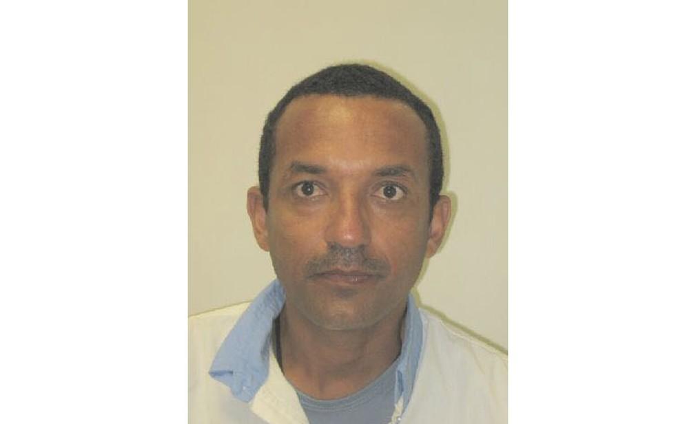 Remerson Lima é suspeito de matar ex-companheira com várias facadas no pescoço, na frente de filhas (Foto: Divulgação/ Polícia Civil)