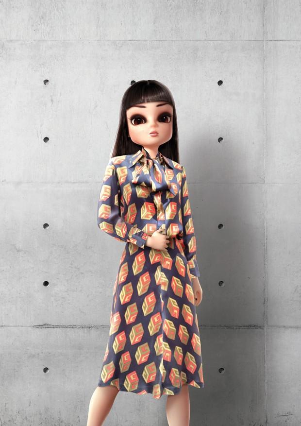 Noonoouri usa vestido do pre-fall 2018 da Gucci  (Foto: Joerg Zuber/Divulgação)