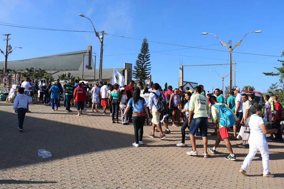 Fiéis vão em romaria ao Santuário de Nossa Senhora de Fátima, em São Benedito (Foto: George Ribeiro/Divulgação)