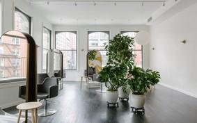Este salão de beleza em Nova York foi desenhado para manter o distanciamento social