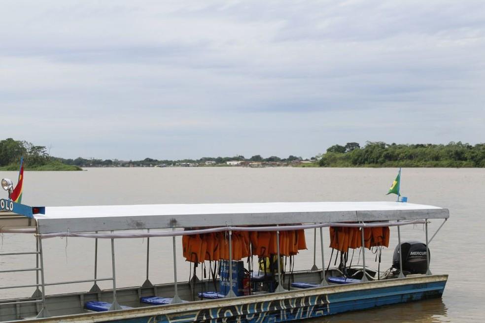 Protesto impede saída de barcos do Brasil — Foto: Fabiano do Carmo/G1
