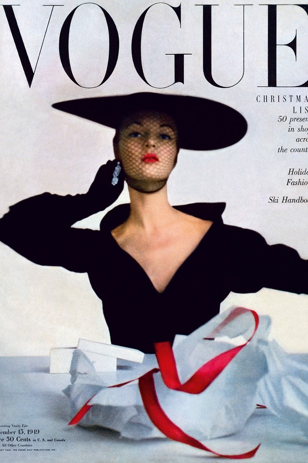 Jean Patchett na capa da Vogue americana de novembro de 1949, uma das mais de 150 fotografadas por Penn (Foto: © The Irving Penn Foundation, © Condè Nast Publications, Inc e Irving Penn)