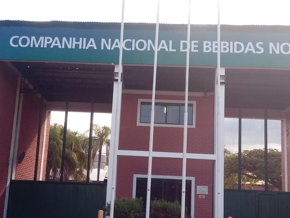 Criminosos renderam funcionários da fábrica de bebidas na noite da última quarta-feira (19) em São Manuel — Foto: Polícia Civil de São Manuel/Divulgação
