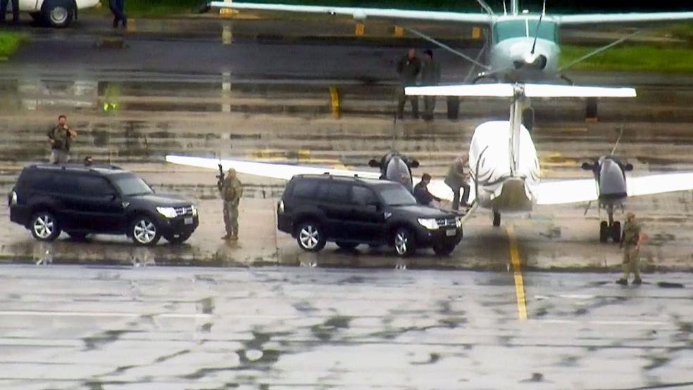 Michel Temer entra em avião que o levou ao Rio de Janeiro — Foto: Reprodução