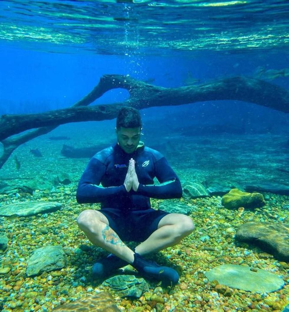Felipe Caran no fundo do Rio da Prata, em Jardim (MS). — Foto: Redes Sociais