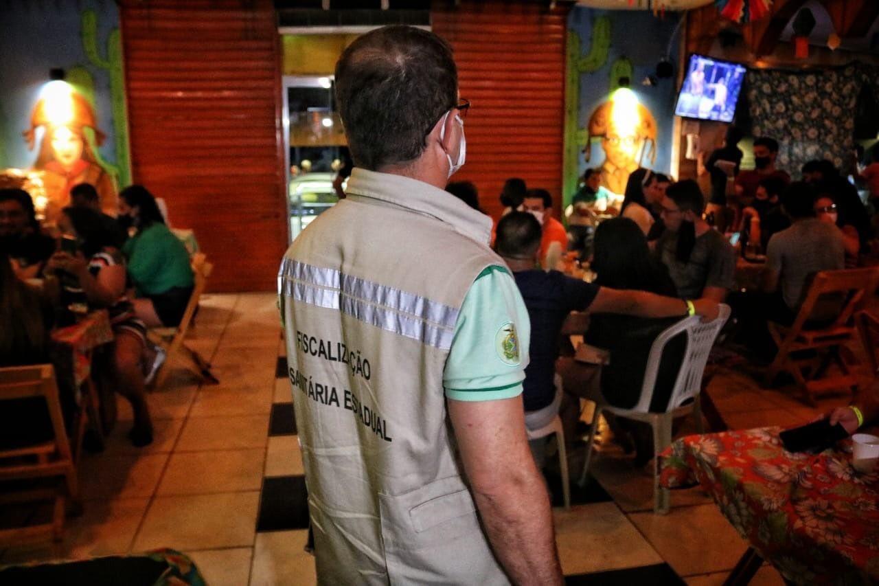 Governo autoriza reabertura de bares e casas noturnas a partir desta terça-feira